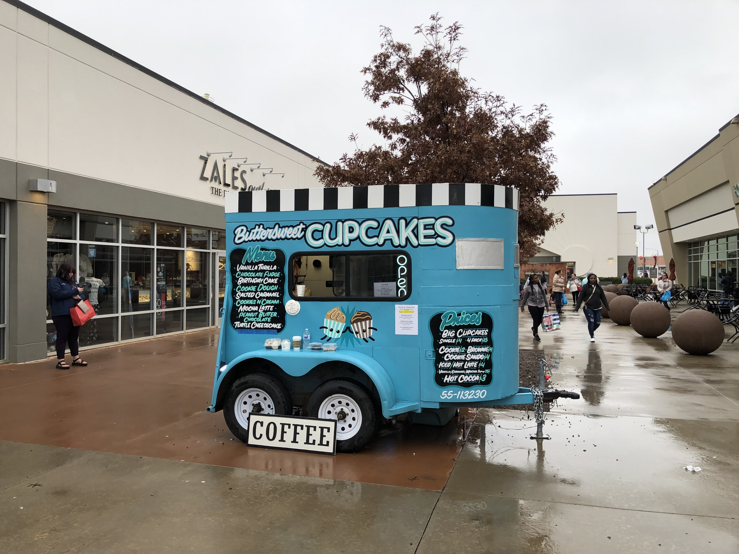 ButterSweet Cupcakes trailer at the OKC Outlet Shoppes